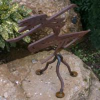 estatua-senora-de-hierro-2