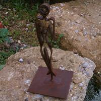estatua-senora-de-hierro-2-2